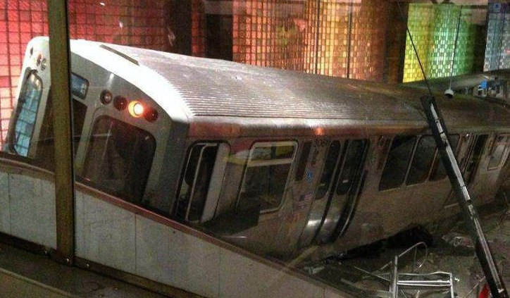 commuter train crashes through barrier in chicago ohare airport min